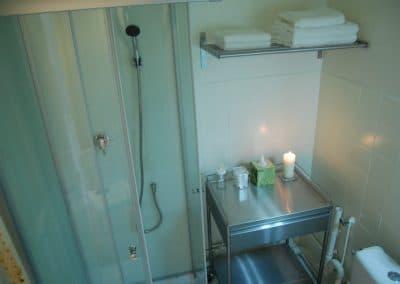 Cabine de douche 80 x 80 cm et linge de toilette fourni